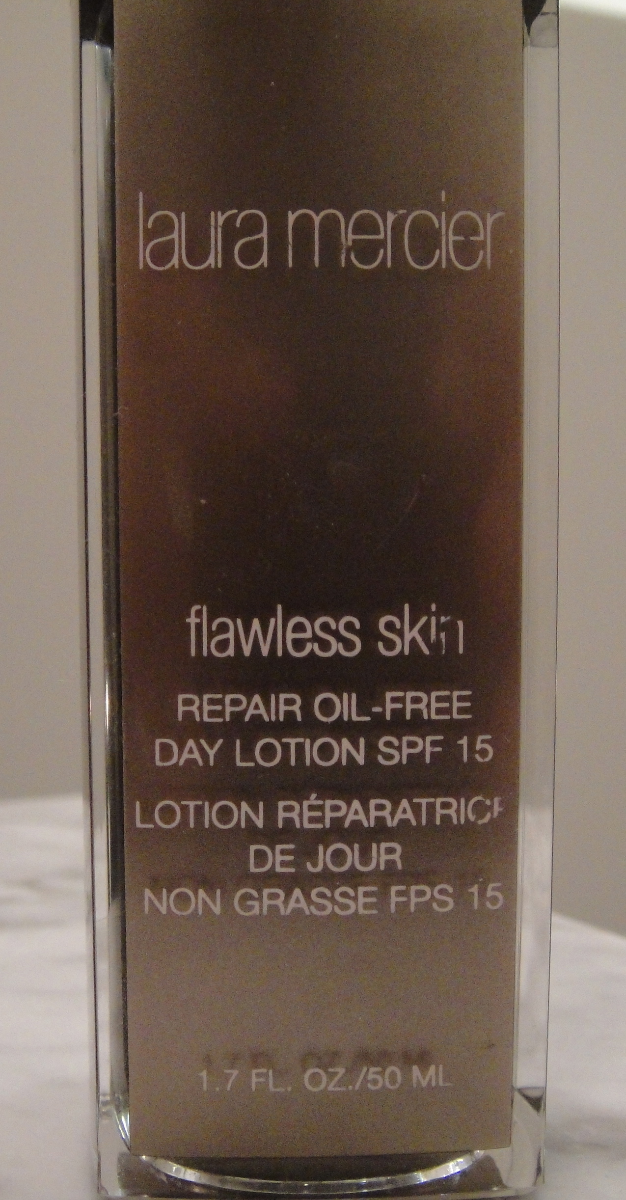 Face: Laura Mercier, flawless skin repair oil-free day lotion (SPF 15)
